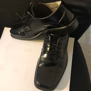 Stacey Adam Shoes for boys; pre-owned: Size-4